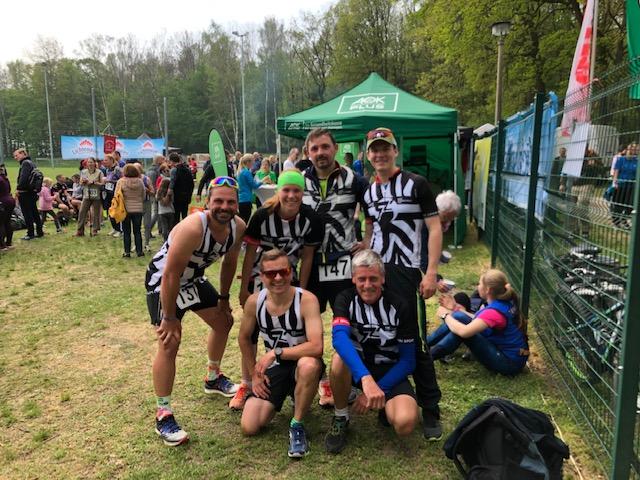 Mannschaftsstärke zum Hohbuger Steinbruchlauf